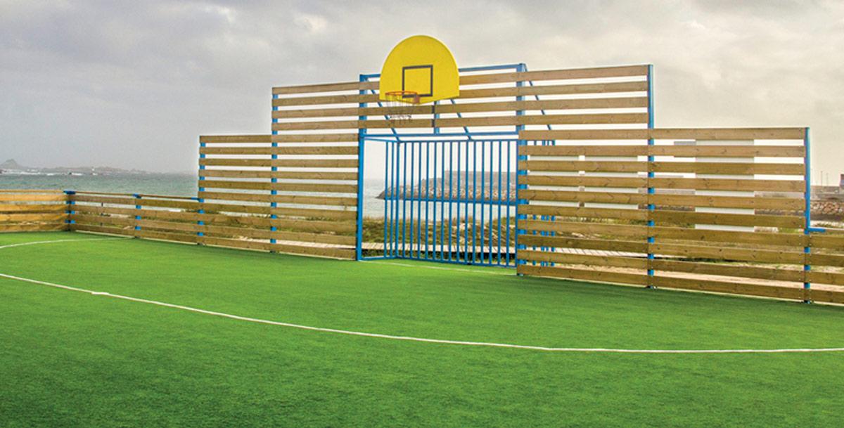 oziona pista multideportiva en Aguiño (Riveira)