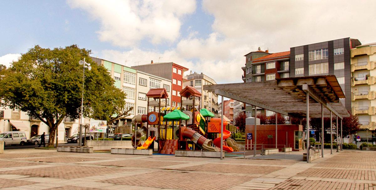 oziona parque infantil en la Plaza de Galicia de Boiro