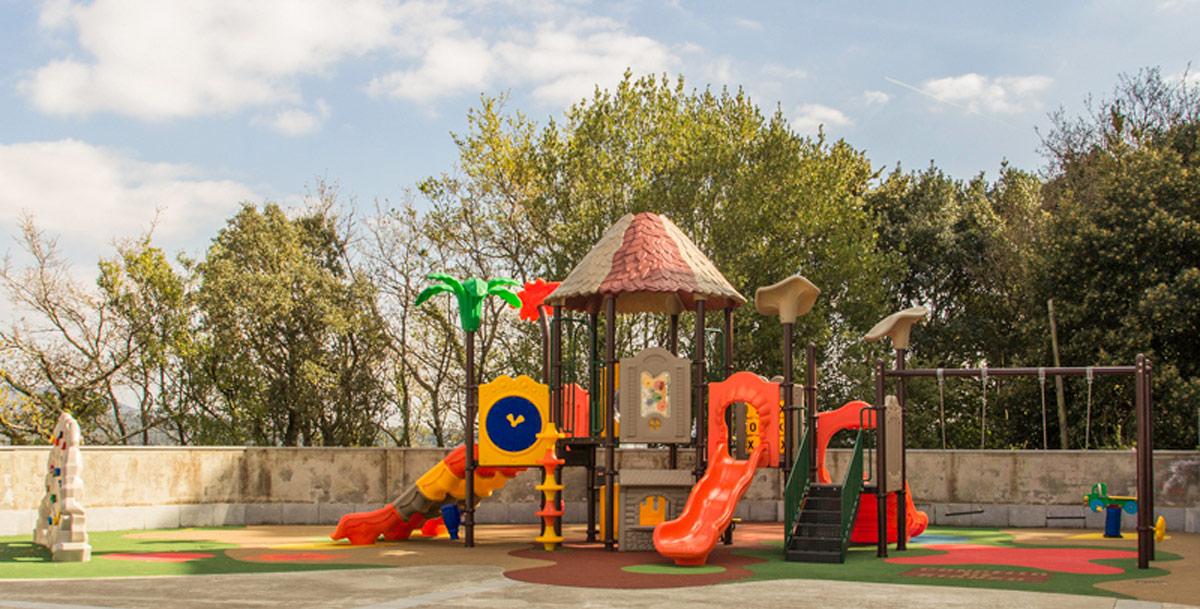 oziona parque infantil en Tarragona (Vilagarcía)