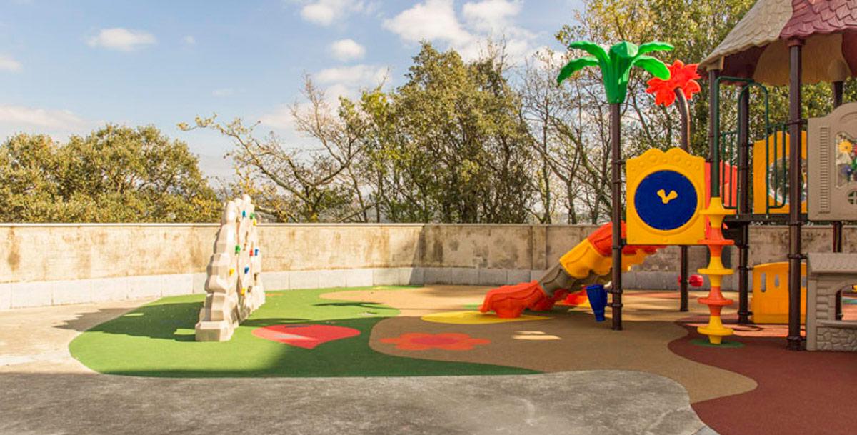 oziona parque infantil en Tarragoña (Vilagarcía)