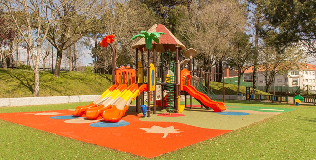 oziona parque infantil en A Cachada (Boiro)