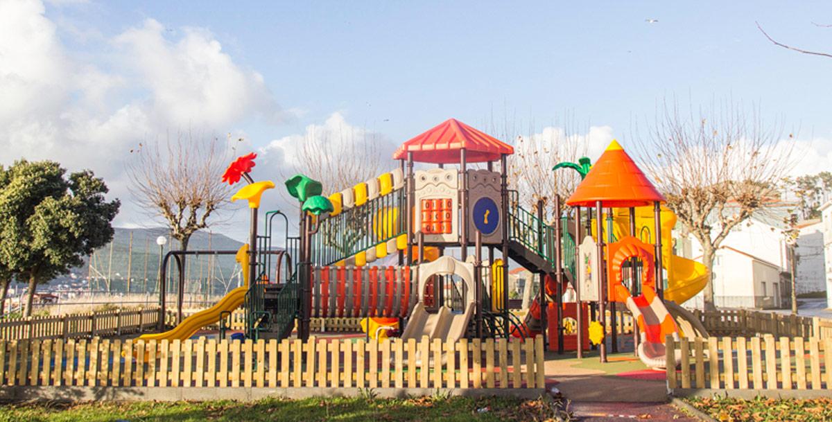 oziona parque infantil en Cabo de Cruz (Boiro)